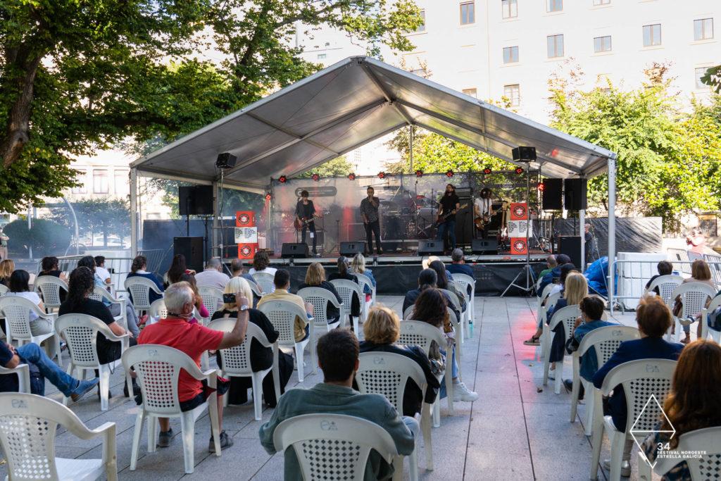 O público, durante a actuación de Chasis